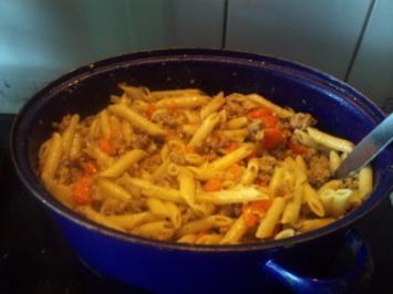 Hackpfanne mit Gemüse und Pasta - Rezept