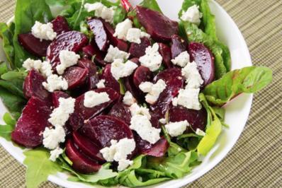 Rote Bete Salat mit Kräuter-Schafskäse - Rezept