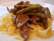 Scharfe grüne Bohnen mit Rinderhüfte und breite Nudeln - Rezept