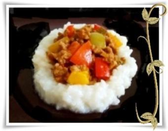 Rezept: Raffinierte bunte Paprikapfanne  mit Hackfleisch und Reis dazu