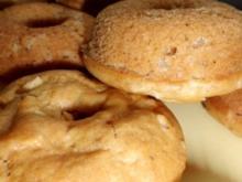 Kleingebäck: Dinkeldonuths mit Zimtapfel - Rezept