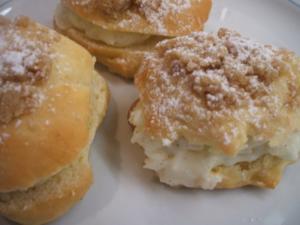 Backen: Süße gefüllte Brötchen - Rezept