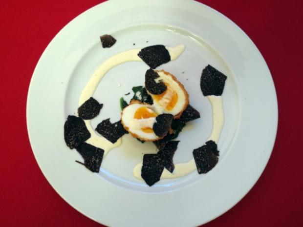 Frittiertes Ei auf Blattspinat mit Trüffel - Rezept