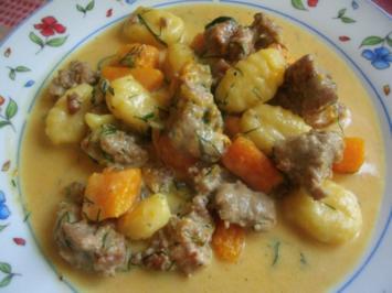 Kürbis in Käsesahnesosse mit Gehacktesklösschen - Rezept
