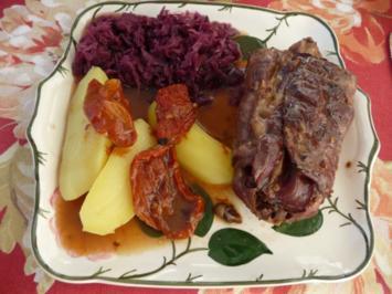 Wild & Co : Gewickelte Kaninchenteile, Rotkohl und Salzkartoffeln - Rezept