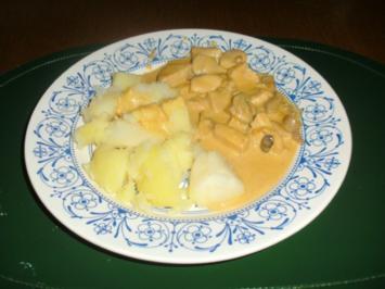 Rahm-Curry-Hänchengeschnetzeltes mit Waldpilzen und Salzkartoffeln - Rezept
