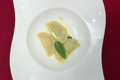 Dreierlei gefüllte Ravioli in Salbeibutter - Rezept