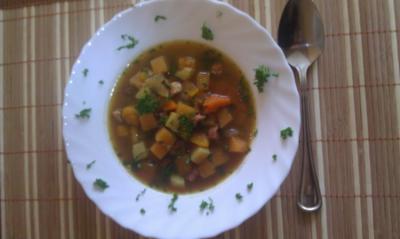 Rezept: Kürbissuppe mit Steckrübe und Kasslerfleisch