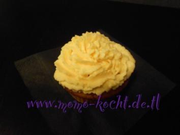 süße Kürbis-Cupcakes mit Zitronenmelissen-Frischkäse-Frosting - Rezept