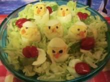 Küken , Gefüllte Eier auf Salat - Rezept