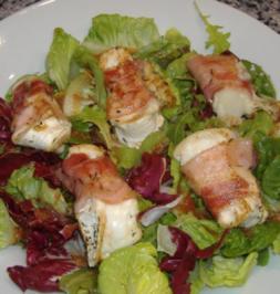 Winterlicher Salat mit glaciertem Ziegenkäse und Tomatenvinaigrette - Rezept