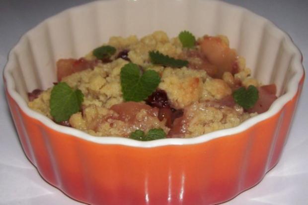 Dessert: Lebkuchen-Crumble mit Apfel, Birne und Preiselbeeren - Rezept - Bild Nr. 11