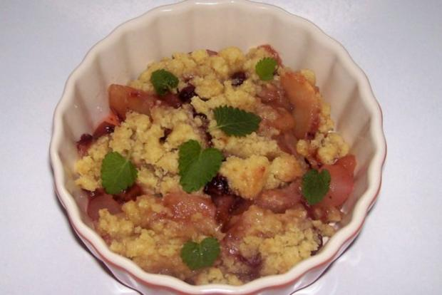 Dessert: Lebkuchen-Crumble mit Apfel, Birne und Preiselbeeren - Rezept - Bild Nr. 12