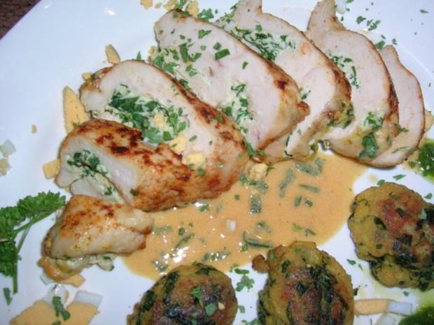 Hühnerbrust, gefüllt mit Ricotta und Bärlauch an Brot-Bärlauch-Nocken - Rezept - Bild Nr. 2