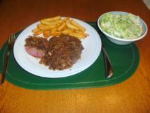 Rib-Eye-Steak mit Zwiebeln und Pommes Frites - Rezept