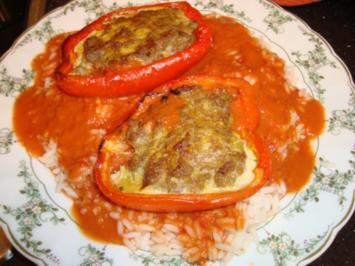 gefüllte Paprika auf einem Reisbett - Rezept