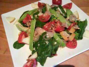 Spinatsalat mit Apfel und Pinienkerne - Rezept