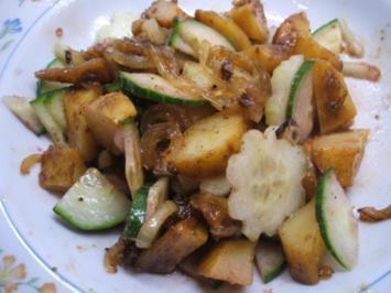 Salate: Kleiner Salat von Ofenkartoffeln mit karamellisierten Zwiebeln - Rezept