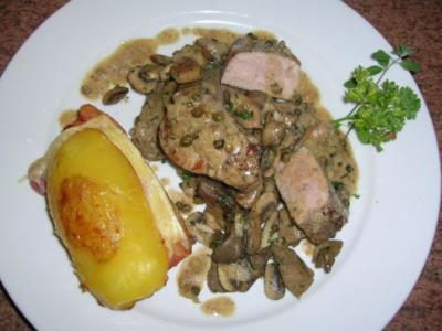 Schweinemedaillons in Pfeffersauce, an Pilzragout und Herrenkartoffeln - Rezept