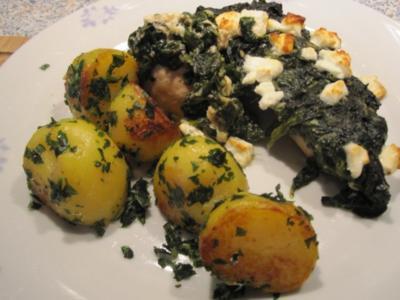 Hühnerfilet 's mit Blattspinat und Feta-Käse überbacken - Rezept