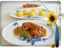 Geschmortes Rosmarin - Thymian Hähnchen mit Klößen und Gemüse dazu - Rezept