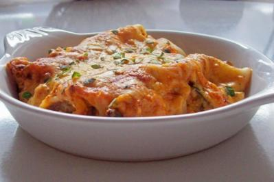 Vier-Käse-Lachs-Lasagne-Rollen in cremiger Gemüsesoße - Rezept
