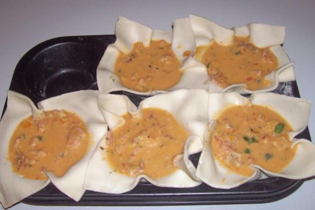 Vorspeise/Abendessen: Blätterteig-Lachs-Törtchen mit Pesto und Tomaten - Rezept - Bild Nr. 9