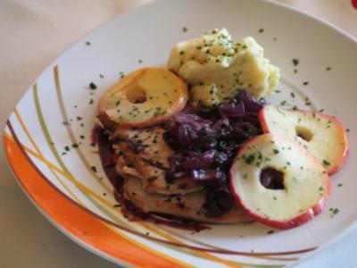 Minutensteaks mit Rotwein-Zwiebeln  und Meerrettich-Kartoffelpüree - Rezept