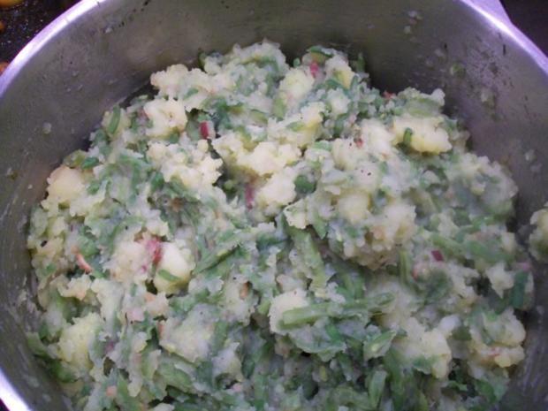 """Bohnen """"untereinander""""/ gebratene Flönz/ Karamell-Äpfelchen /crunchy Zwiebeln - Rezept - Bild Nr. 2"""