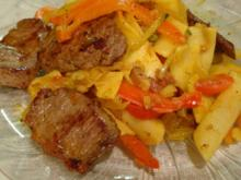 Lammrücken mit gebratenem Gemüse und Nudeln - Rezept