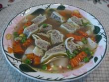 Suppen & Eintöpfe :  Selbstgemachte Maultaschen in Gemüsebrühe - Rezept