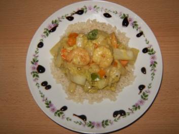 Chinakohl-Curry mit Reis und Riesengarnelen - Rezept
