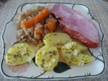 Schwein : Schäufele auf Mandarinen-Sauerkraut mit oder ohne  Kümmelkartoffeln - Rezept