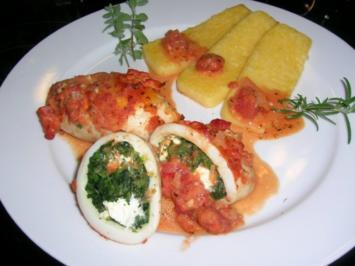 Calamarituben, gefüllt mit Spinat + Schafskäse, an Polenta + Tomatensauce - Rezept