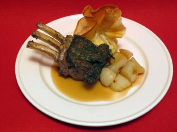 Lamm in Kräuterkruste an Pastis-Soße, dazu ummantelte Herzoginnenkartoffeln und Gemüse - Rezept