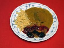 Sauerbraten mit Spätzle, Apfelkompott und Holunderbeeren - Rezept