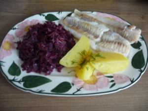 Fisch : Gedünsteter Alaska-Seelachs mit Mandarinen - Rotkohl und Salzkartoffeln - Rezept