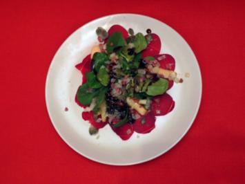 Rote-Bete-Carpaccio mit Feldsalat, Birnen und Kürbiskernkrokant - Rezept
