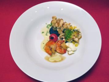 Salat von Blumenkohl mit Ei, Kerbelmayonnaise und selbstgeräucherten Gambas - Rezept