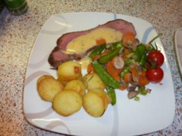 """Roastbeef auf die """"englische Art"""" mit Sommergemüse und Sauce Béarnaise - Rezept"""