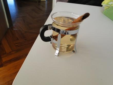 Weißer Glühwein, gestern bei einer Freundin getrunken, heute bei mir, den suppel ich mit - Rezept