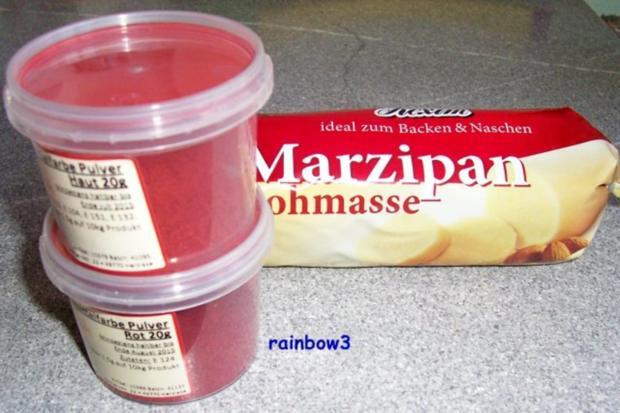 Backen: Fruchtige Mini-Weihnachtstorte mit Nuss und Marzipan-Deko - Rezept - Bild Nr. 10