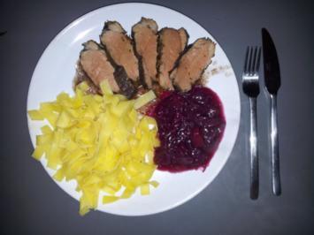 Entenbrust auf Rotwein-Rahmjus an Maroni- Apfelrotkraut und einer Variation von Teigwaren - Rezept