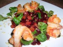 Riesengarnelen auf winterlichem Salat mit Mandeln - Rezept