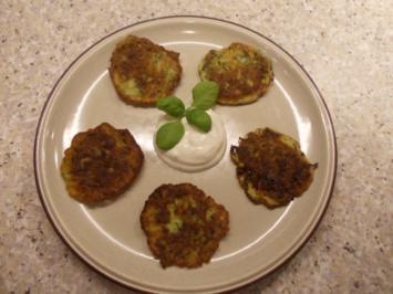 Zucchini-Pfannkuchen mit Knoblauchquark - Rezept