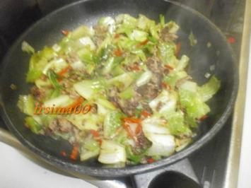 Geschmorter Salat mit Rinderhack - Rezept