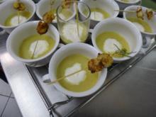 Petersilienwurzel-Cremesuppe mit Garnelenspieß - Rezept