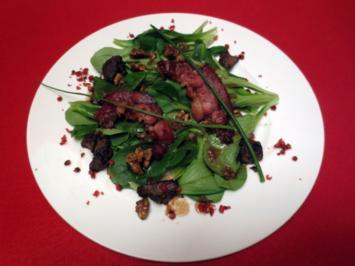 Feldsalat mit karamellisierten Walnüssen und Streifen von Wildschweinspeck - Rezept