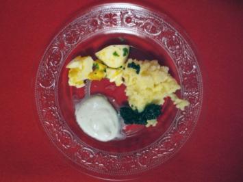 Kartoffelschnee mit einer Emulsion aus Sahne und Landbutter, fein gehacktes Ei und Kaviar - Rezept