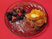 Quarkbutter-Pfannkuchen mit Pflaumenröster und Bourbon-Vanilleeis - Rezept